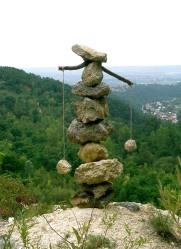 Boris Pecigoš: ''Vodonoša I'', kamen vapnenac litavac, drvo, špaga, kamen, visina 110 cm, Medvednica, kamenolom Bizek, 2012.