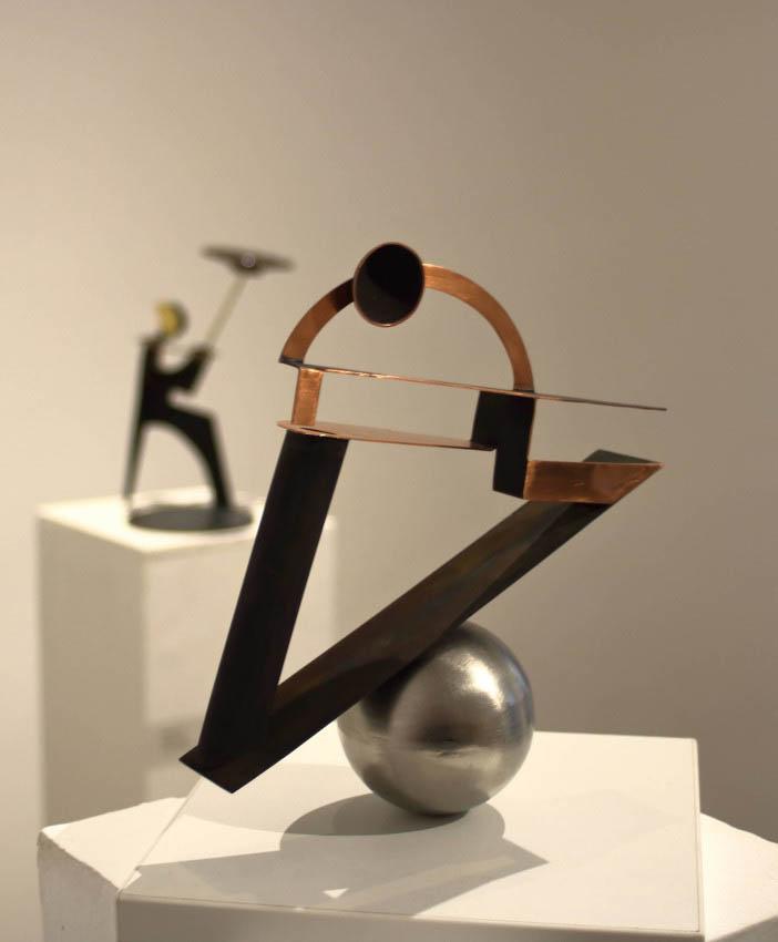''Balans'', iz serije radova ''Žongleri'', željezo i bakar, 22 x 20.5 x 8.5 cm, 2018. (fotografirao Adam Piasek)
