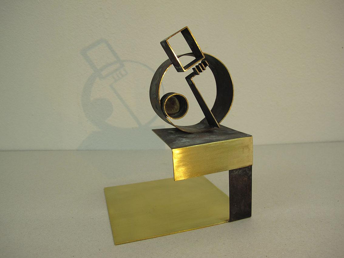 ''Osoba'', iz serije radova ''Sinkroniciteti'', mesing, 18,5 x 13 x 13 cm, 2020.